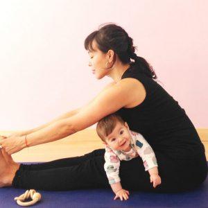 yoga posparto y mamas y bebes