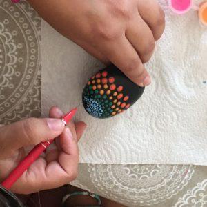 Lurederra meditación pintando piedras